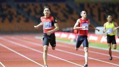 Trần Nhật Hoàng 'múa quạt' trước khi săn HCV chạy 400 mét