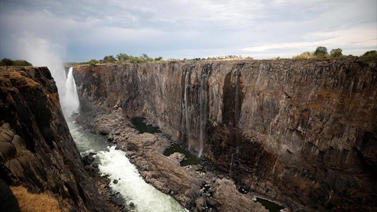 Thác Victoria cao 100 m có nguy cơ biến mất vì biến đổi khí hậu