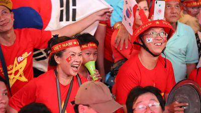 Một đêm không ngủ của CĐV ở TP.HCM sau chiến thắng lịch sử của U22 Việt Nam