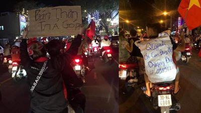 'Bán thân trả góp' và các thông điệp khó đỡ của dân đi bão mừng Việt Nam vô địch SEA Games