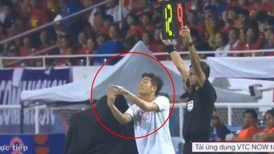 Hậu vô địch SEA Games, người hâm mộ cười xỉu với màn trao đổi chiến thuật lộ liễu của U22 Việt Nam