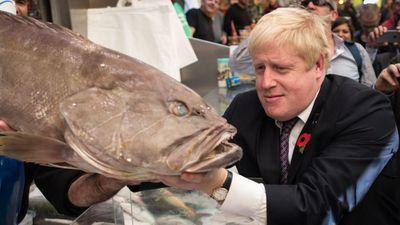 Né phỏng vấn, thủ tướng Anh trốn vào kho đông lạnh
