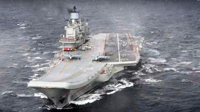 Lửa bùng phát trên mẫu hạm duy nhất của Nga