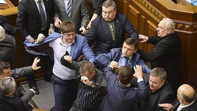 Bất đồng chính kiến, các nghị sĩ Ukraine ẩu đả tại Quốc hội
