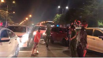 Hình ảnh đẹp ở Đà Nẵng: Nhường đường cho xe cứu thương trong đêm 'đi bão' mừng chiến thắng của U22 Việt Nam