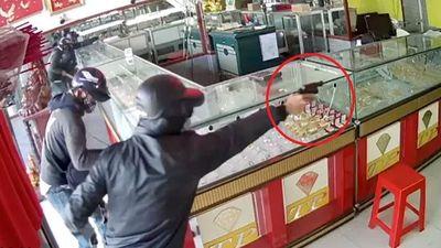 Tội phạm chạy xe sang đi cướp tiệm vàng ở TP.HCM