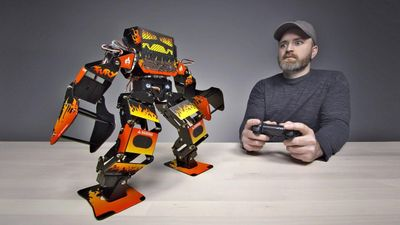Trải nghiệm robot chiến đấu giá 1.300 USD
