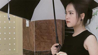 Nhan sắc 'không xoàng' của cô gái được Quang Hải nhắn 'Anh thương vợ'