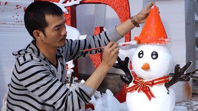 Dựng mô hình Noel bằng xốp thu gần 7 triệu mỗi ngày
