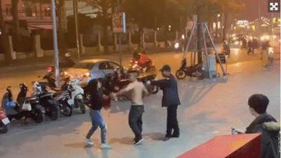 Nam bảo vệ hành hung người phụ nữ vì đỗ xe sai quy định