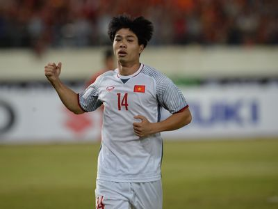 Sau lượt trận đầu tiên của vòng bảng AFF Cup 2018, hai ngôi sao của đội tuyển Việt Nam là Nguyễn Quang Hải và Nguyễn Công Phượng đã được vinh danh.
