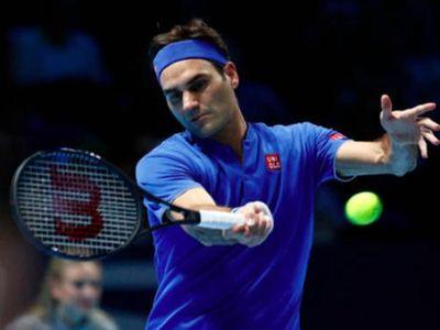 Roger Federer ở vào tình thế phải thắng Dominic Thiem để có được tấm vé lọt vào bán kết ATP Finals sau khi đã thua trận đầu tiên trước Kei Nishikori. Trước đối thủ mắc nhiều sai lầm, Federer đã giành chiến thắng 2-0 sau 1 giờ 8 phút. Roger Federer sẽ gặp Kevin Anderson ở trận cuối vòng bảng.