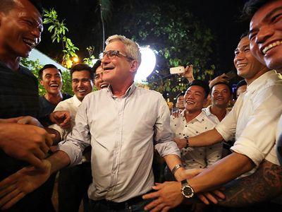 Các cựu danh thủ của đội tuyển Việt Nam từng vô địch AFF Cup 2008 có một buổi tối đáng nhớ khi được ôn lại kỷ niệm cũ bên cạnh một vị khách mời đặc biệt, HLV Henrique Calisto.