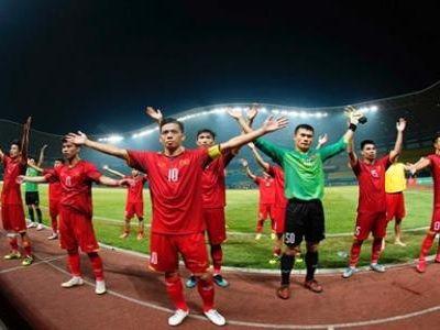 Được thi đấu trên sân nhà, được nghỉ dài hơn, đầy đủ lực lượng lượng mạnh nhất và dàn cầu thủ có sức trẻ và kinh nghiệm trận mạc là lý do để nhiều NHM tin tưởng đội tuyển Việt Nam sẽ 'đạp ngã' người Mã tại AFF Cup 2018.