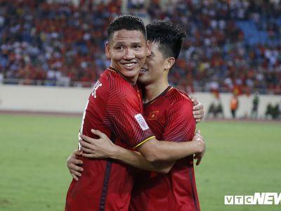 Tiền đạo Anh Đức là cầu thủ xuất sắc nhất trong trận thắng 2-0 của đội tuyển Việt Nam trước Malaysia trên sân Mỹ Đình tối qua (16/11).