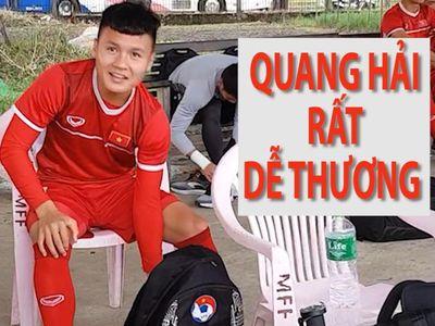 Tiền vệ Quang Hải của đội tuyển Việt Nam nói 'trúng phóc' ngày sinh nhật của phóng viên Quốc Việt (Báo Thanh Niên) trong chiều 18.11.