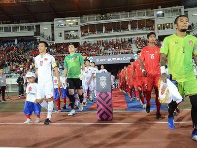 Thủ quân đội tuyển Việt Nam Nguyễn Văn Quyết nhận cơn mưa chỉ trích sau màn trình diễn ở trận hòa 0-0 trên sân khách trước Myanmar. Vấn đề là Văn Quyết có đáng bị dội 'gạch đá'?
