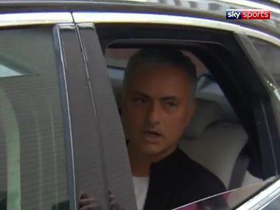 Khi đang chuẩn bị rời đi từ khách sạn The Lowry (Manchester, Anh), 'Người đặc biệt' đã nói lời tạm biệt với cánh báo chí cũng như toàn thể nước Anh sau khi bị BLĐ MU sa thải.
