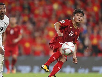 Báo thể thao uy tín FOX Sports khu vực châu Á cho rằng Quang Hải đã lĩnh hội ma thuật của siêu sao người Argentina - Lionel Messi với siêu phẩm đá phạt vào lưới Yemen, giúp đội tuyển Việt Nam vươn lên dẫn trước ở thời điểm cần nhất.