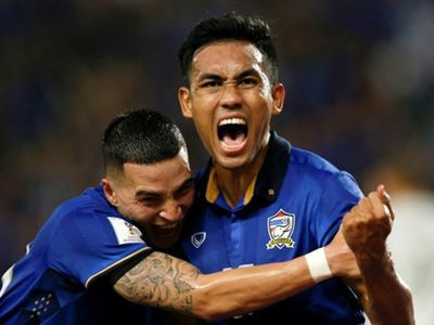 Trong buổi họp báo sau trận đấu với Trung Quốc, tiền đạo Teerasil Dangda khẳng định anh vẫn muốn tiếp tục cống hiến cho đội tuyển quốc gia Thái Lan.