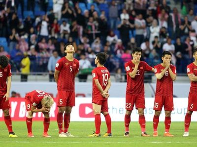 Thay vì ăn mừng cùng các đồng đội, tiền vệ Nguyễn Quang Hải đã tiến về phía Minh Vương để an ủi, động viên cầu thủ này sau khi đá hỏng quả luân lưu thứ 4.