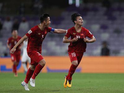 Sau màn trình diễn ấn tượng, vòng 1/8, thầy trò HLV Park Hang Seo nhận được nhiều sự động viên cả về vật chất lẫn tinh thần.