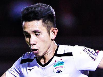 Ở vòng cuối V.League 2019 diễn ra chiều 23/10, đội chủ nhà HAGL giành chiến thắng trước Khánh Hòa với tỷ số 4-1, qua đó tiễn đối thủ xuống giải hạng Nhất.