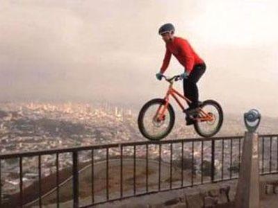 Hồi hộp, gay cấn đến 'thót tim' là những gì mà bạn sẽ cảm nhận được khi xem màn biểu diễn xe đạp siêu đẳng cấp được tổng hợp trong clip dưới đây.