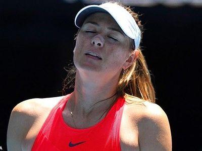'Búp bê' người Nga Maria Sharapova phải dừng bước ngay ở vòng 1 Úc mở rộng sau khi thất bại 3-6, 4-6 trước Donna Vekic sáng 21/1.