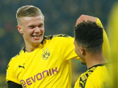 Chân sút trẻ Erling Haaland đóng góp 2 pha lập công trong thắng lợi của Dortmund tại vòng 19 Bundesliga diễn ra rạng sáng 25/1.