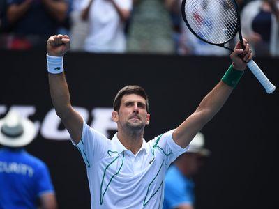 Đương kim vô địch Novak Djokovic không gặp nhiều khó khăn trước hạt giống số 14 Diego Schwartzman trong trận đấu tại vòng 4 diễn ra sáng 26/1.