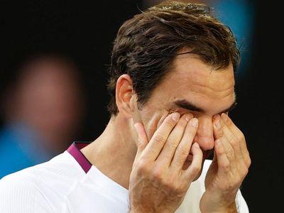 Huyền thoại người Thụy Sỹ phải cứu tới 7 match-point ở set 4 trước khi ngược dòng đánh bại Tennys Sandgren để giành vé vào bán kết Australian Open.