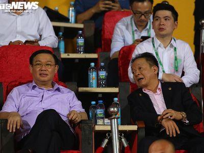 2 Ủy viên Bộ Chính trị đến sân Hàng Đẫy dự khán trận đấu giữa Hà Nội FC và HAGL, điều hiếm khi xảy ra ở V-League.