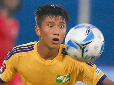 Trong trận gặp CLB Quảng Nam ở vòng 8 V.League chiều 5/7, đội khách SLNA bị trọng tài Nguyễn Minh Thuận từ chối hưởng phạt 11 m sau khi Phan Văn Đức ngã xuống trong vùng cấm.