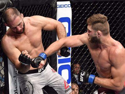 Tại sự kiện UFC 251 diễn ra vào sáng 12/7 (theo giờ Việt Nam), Jiri Prochazka giành chiến thắng knock-out ở hạng nhẹ trước Volkan Oezdemir bằng 2 cú đấm chính xác.