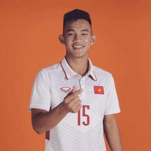 Sao U19 Việt Nam gây 'sốt' với cảnh nóng trên Dare Pong