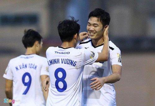 Xuân Trường được BTC V.League vinh danh trước vòng 20 V.League