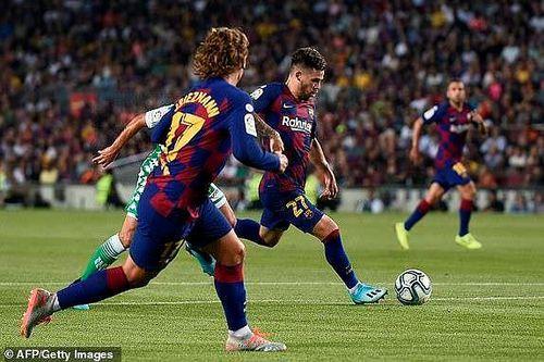 Griezmann khai hỏa, Barca 'trút giận' lên Real Betis