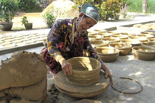 Khắc khoải làng gốm trăm năm tuổi