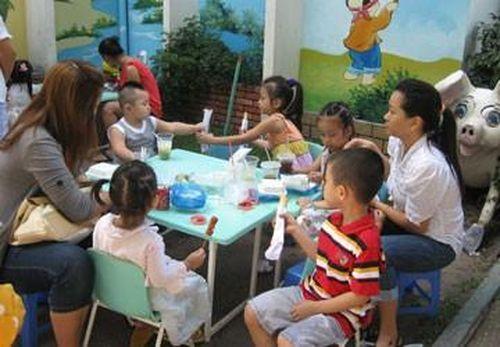 Xóa áp lực ép trẻ mầm non học chữ: Phải bắt đầu từ thầy cô, cha mẹ