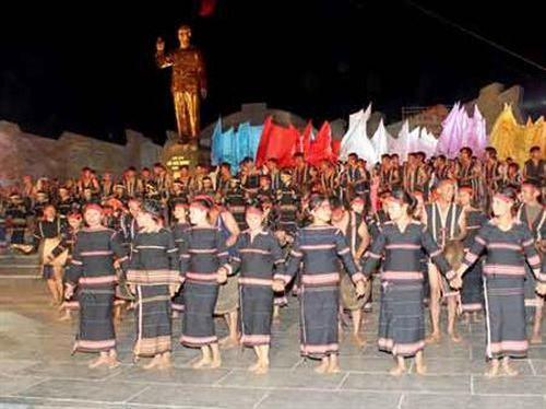 Bác Hồ với đồng bào Kon Tum trong thơ ca kháng chiến