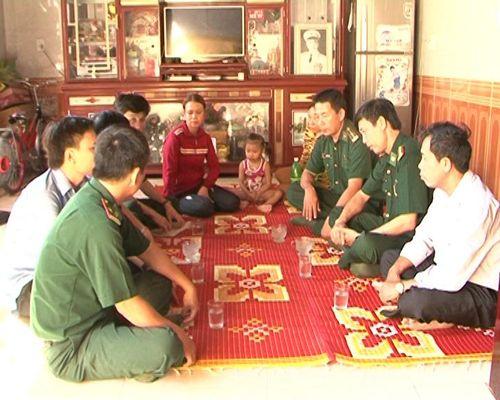BĐBP Quảng Bình hỗ trợ ngư dân có tàu bị đâm chìm trên biển
