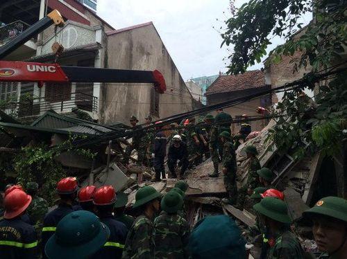 Hà Nội: Sập nhà cũ trong đêm, 2 nạn nhân đã tử vong