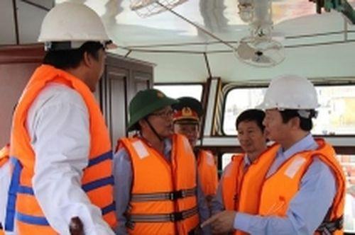 Cấp bách ứng phó sự cố tràn dầu ở biển Quy Nhơn