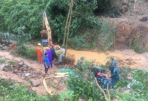 Quảng Nam: 12 người chết do mưa lũ