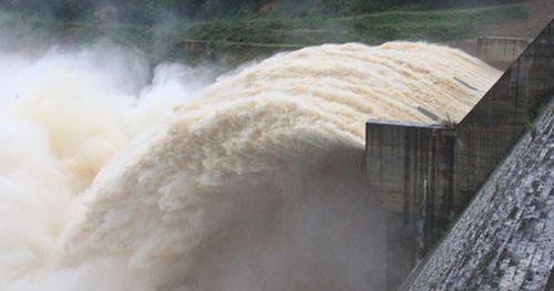 'Bom nước' chực chờ gây họa miền Trung