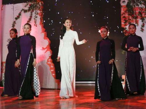 Á hậu Hà Thu đăng quang Tình Bolero 2017