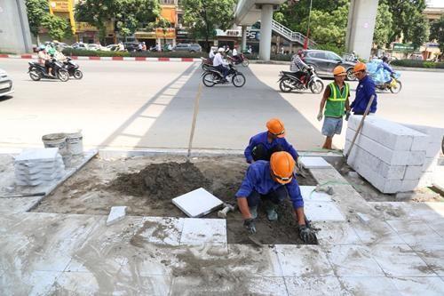 Hà Nội trong tuần: Bí thư Hà Nội chỉ đạo truy trách nhiệm việc lát đá vỉa hè