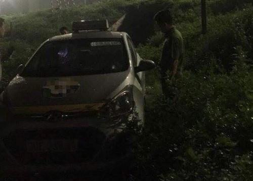 Rợn tóc gáy hành vi hai đối tượng cứa cổ lái xe taxi ở Bắc Ninh