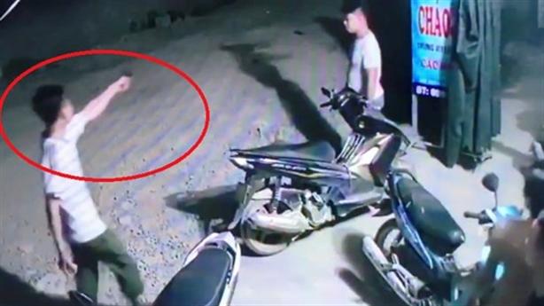 Phạt tiền trưởng công an xã đánh nhau, nổ súng